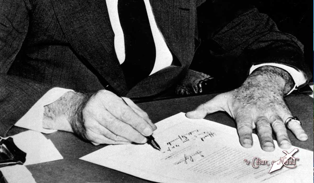 Roosevelt firma guerra