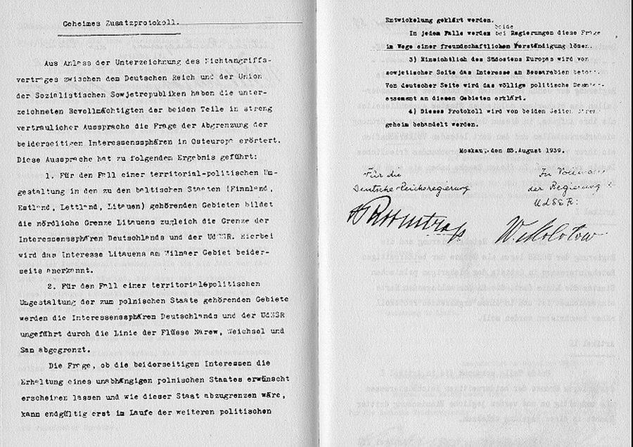 """Firmado apenas 9 días antes del comienzo de la Segunda Guerra Mundial, el 23 de agosto de 1939 se firmaba un tratado que parecía imposible y que poco después se demostraría que no tendría ninguna validez. Era el llamada """"Pacto Ribbentrop-Molotov""""."""
